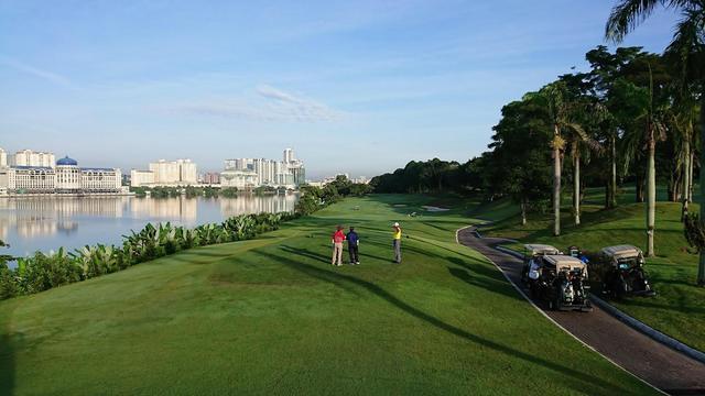 画像: ザ・マインズ・リゾート&ゴルフクラブ 18H 6966Y P71 大きな湖を中心に広がるコースは、起伏があるが壮大な景観が楽しめる