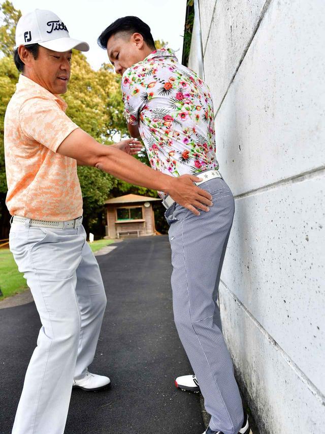 画像: 【8日目】 「体が伸びると壁につきませんよ!」(今野)