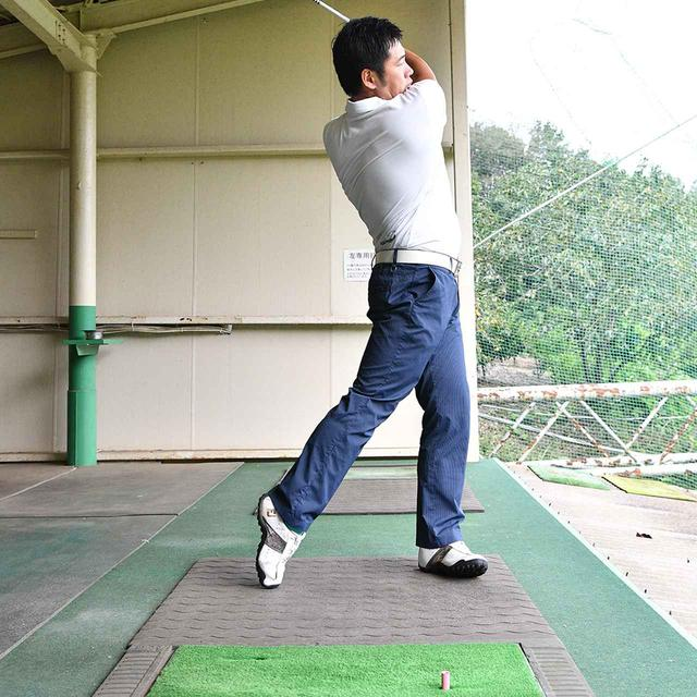 画像5: 【プッシュアウト矯正】シャットフェースのテークバックを意識するよりも、体に合わせて腕も回転。自然な動きでボールがつかまります。 プロがアマに直レッスン!