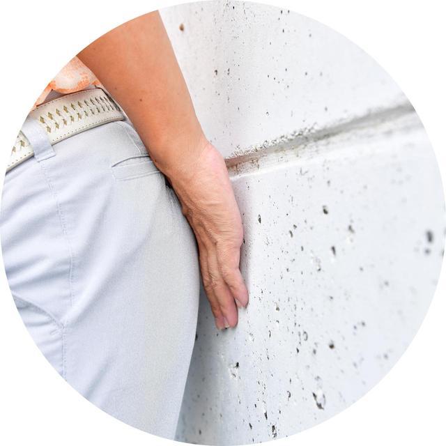 画像: コツは、お尻と壁の間を手のひらの厚みくらい開けること。