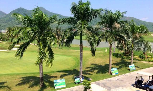 画像: ニャチャン湾を眺める眺望の良さも魅力のひとつ