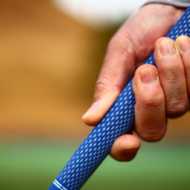 画像: 2本の指に力を入れれば、ヘッドが走りすぎません