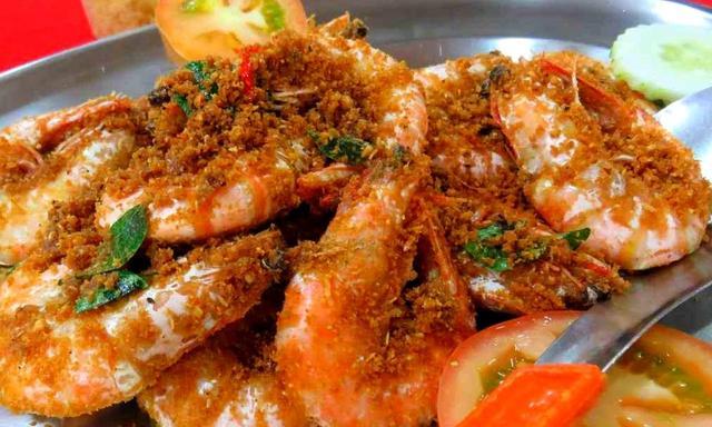 画像: エビやカニなどの新鮮なシーフードは、人気のあるマレーシアのグルメ