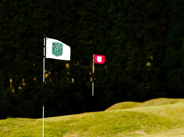 画像: プレーは9ホールを2つのティとグリーンで2周するスタイル