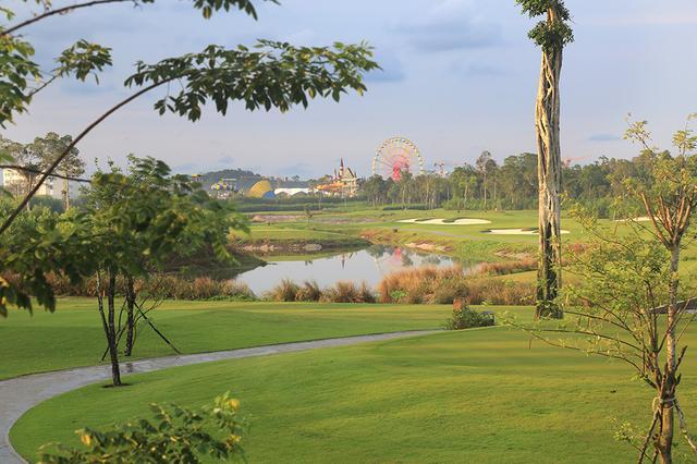 画像: ヴィンパールゴルフクラブ(島内には遊園地などもある)