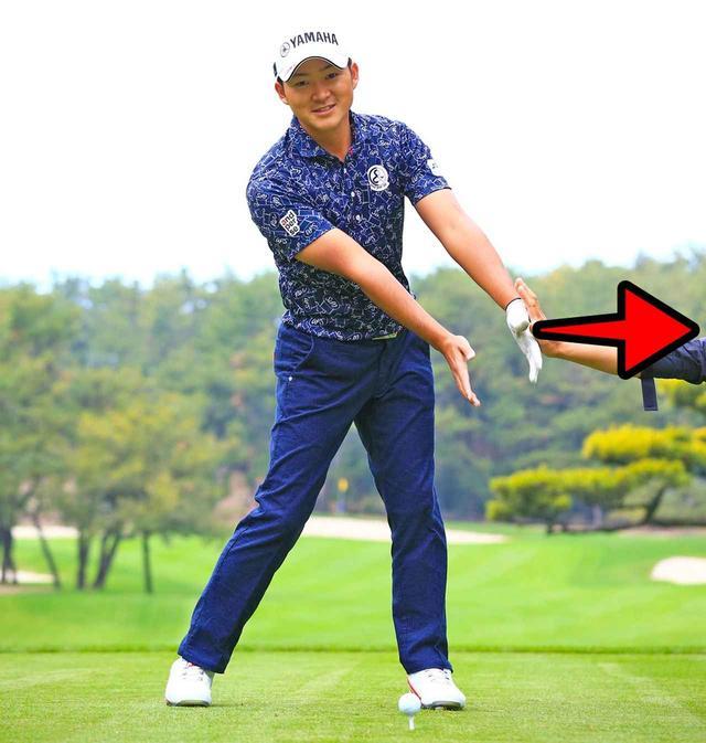 画像: 左手甲で何かを押すイメージが大事