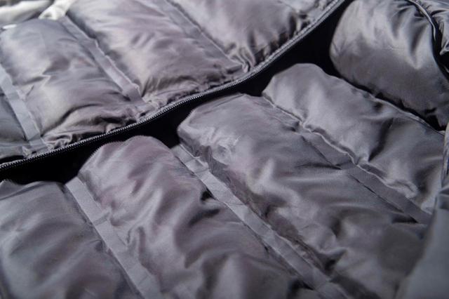 画像: 良質な600FPダウンとフェザーを10% イン。暖かいのにモコモコ せず、スウィングの邪魔をしない