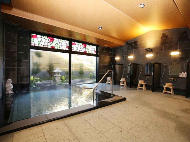 画像: ラウンド後は大浴場で7番ホールに湧き出る「鬼怒川ゴルフ温泉」に浸って体を癒す