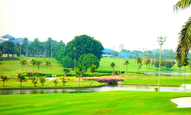 画像: グレンマリー・ゴルフ&カントリークラブ マレーシア国内には200~300のコースがある。急速に発展している活気ある都市に滞在しつつ、近郊のコースでリゾート的なゴルフも楽しめる