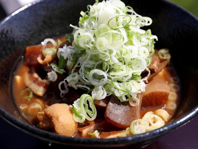 画像: 豚汁御膳 1100円(豚汁、小鉢、ご飯、香の物)
