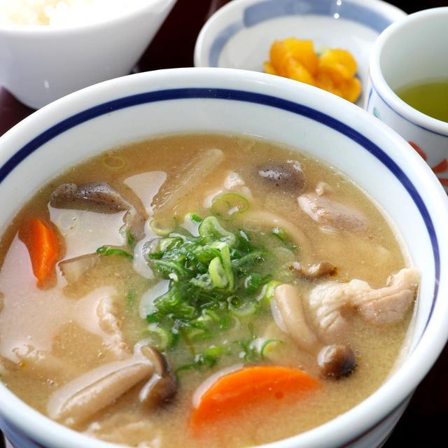 画像: 具だくさん豚汁セット 918円(豚汁・香の物・小鉢・ご飯)