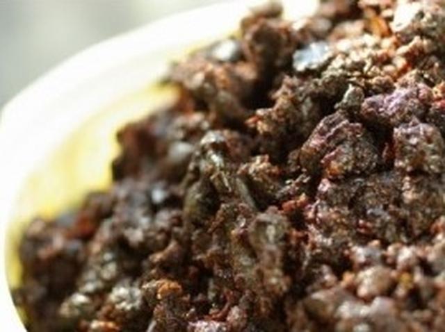 画像: はと屋のはと味噌 文久元年創業の「はと屋」の味噌。少ない水分で長期熟成した味噌は旨味が強く、ほどよい渋みと酸味も感じられる