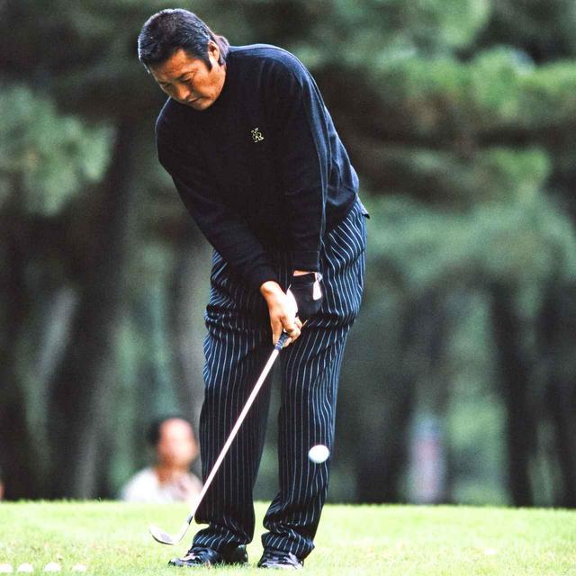 画像: 98年 ジャンボ尾崎のアプローチ
