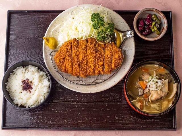 画像: ロースかつ定食 1512円 (豚汁・豚かつ・ご飯・香の物)