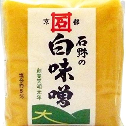 画像: 1781年創業の老舗味噌蔵の白味噌は米麹が多く旨味、甘みが強い。信州味噌の塩分を合わせることで食べやすい味に調整している