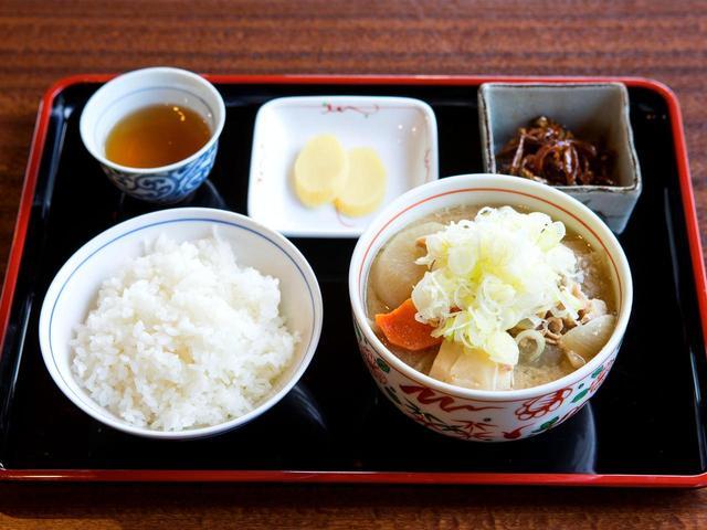 画像: 豚汁定食 972円 (豚汁・佃煮・ご飯・香の物)