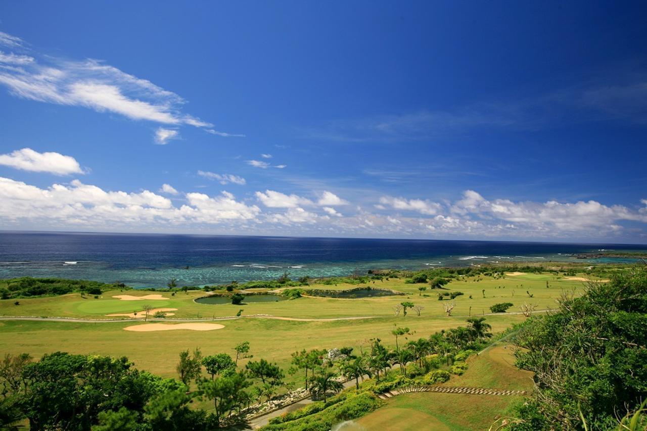 画像: 横田プロのレッスンが受けられる「ゴルフ合宿」旅行は宮古島。会場のシギラベイCC