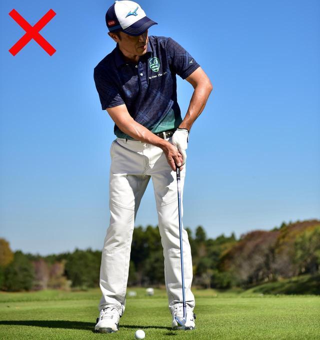 画像: 転がしといっても、パットのようなストロークは、「飛ばない」と感じるので、無意識にグリップ圧が強くなってしまう