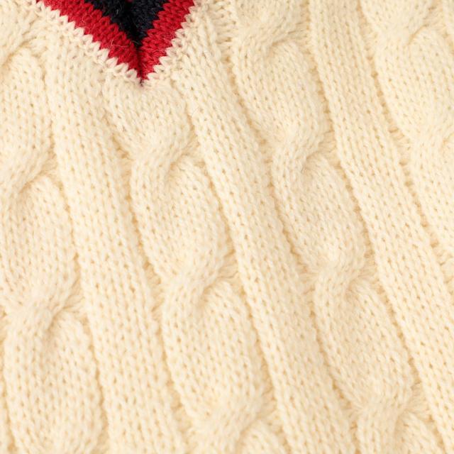画像: 英国政府設定の英国羊毛公社(B.W.M.B)の厳しい基準をクリアしたものを素材に採用し、やわらかく弾力性のあるブリティッシュウール100%をふんだんに使用。