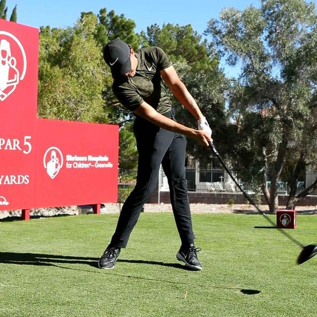 画像: 左サイドが流れずに右サイドのパワーをボールに伝える。切り返しから胸が一気に回旋