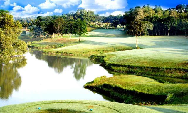 画像: 設計はIMG。大きな池と山岳の地形を活かしたコース