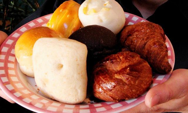 画像: 自家製パンはバイキング。持ち帰りもできる
