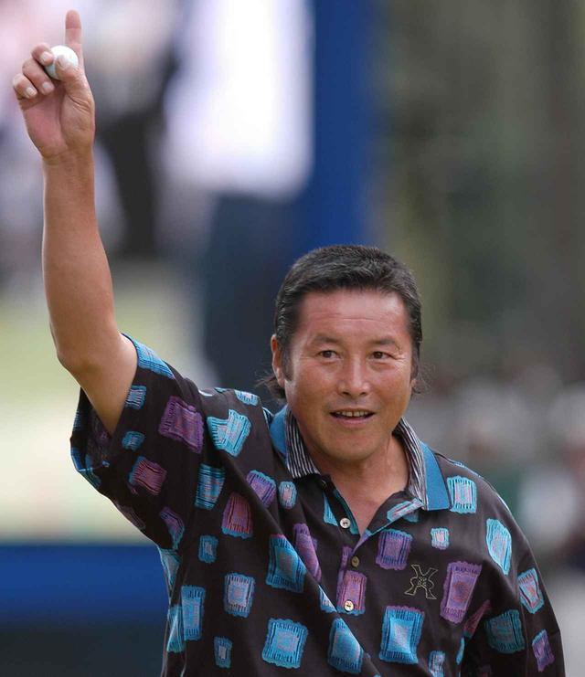 画像: 55歳7カ月29日のツアー史上最年長優勝記録を樹立