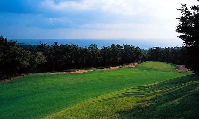 画像: 3番ホールわきから、南海の眺め