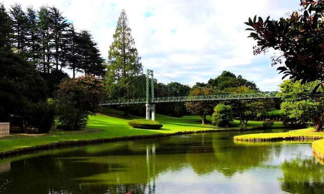 画像: クラブハウス前の吊り橋