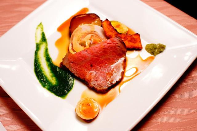 画像: 那須和牛のローストビーフはコース料理の絶品名物です