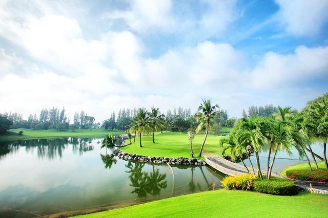 画像: 11番ホール(412ヤード・パー4)アイランドグリーンが特徴のホール。池と木々に囲まれたグリーンは難しいが美しい