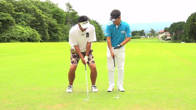 画像: 「鈴木さん、ひざを曲げて重心を下げると窮屈になってしまいますよ」(今泉)