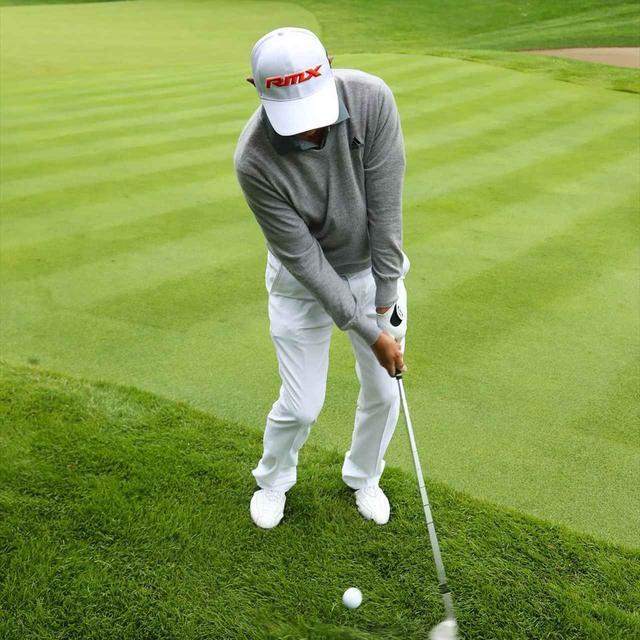画像: 左腕とクラブが一直線になるように
