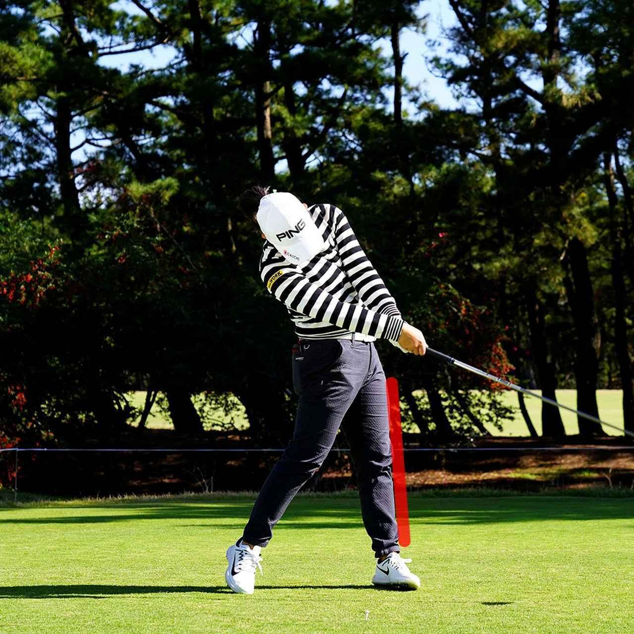 画像: 左足が流れず受け止めてヘッドを加速
