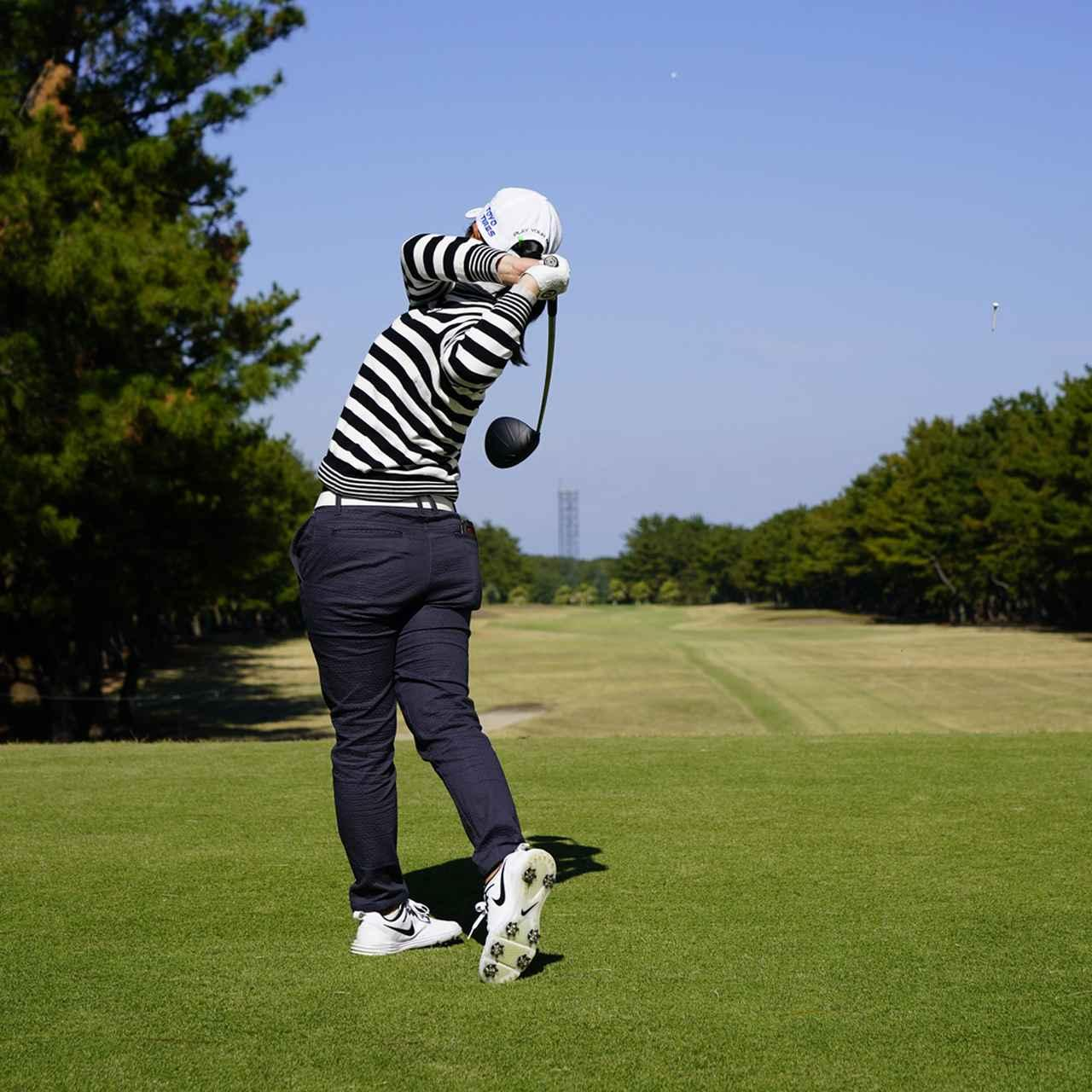 画像: 体が最後まで回り切っていて、クラブヘッドは目標を差している