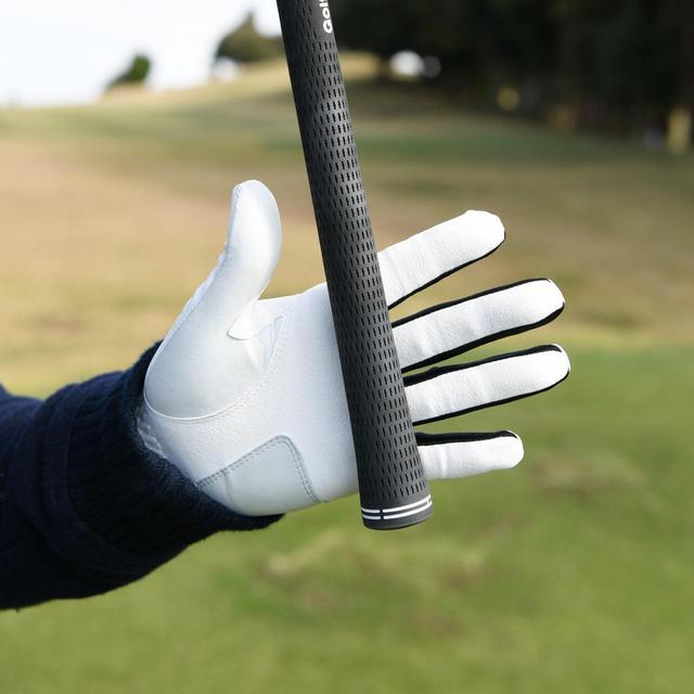 画像: コツ1. 「グリップは手のひらではなく、絶対に指で握る。そうすれば軽くてもヘッドを感じて走らせられます」
