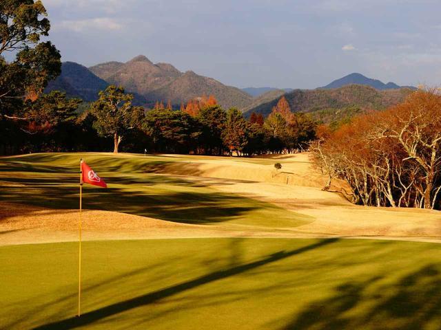 画像: 有馬富士を望む丘陵地に広がる「三田ゴルフクラブ」