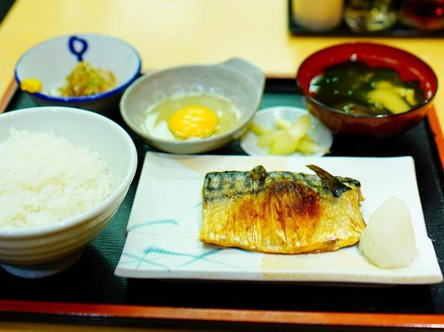 画像: さば塩焼き定食(480円)