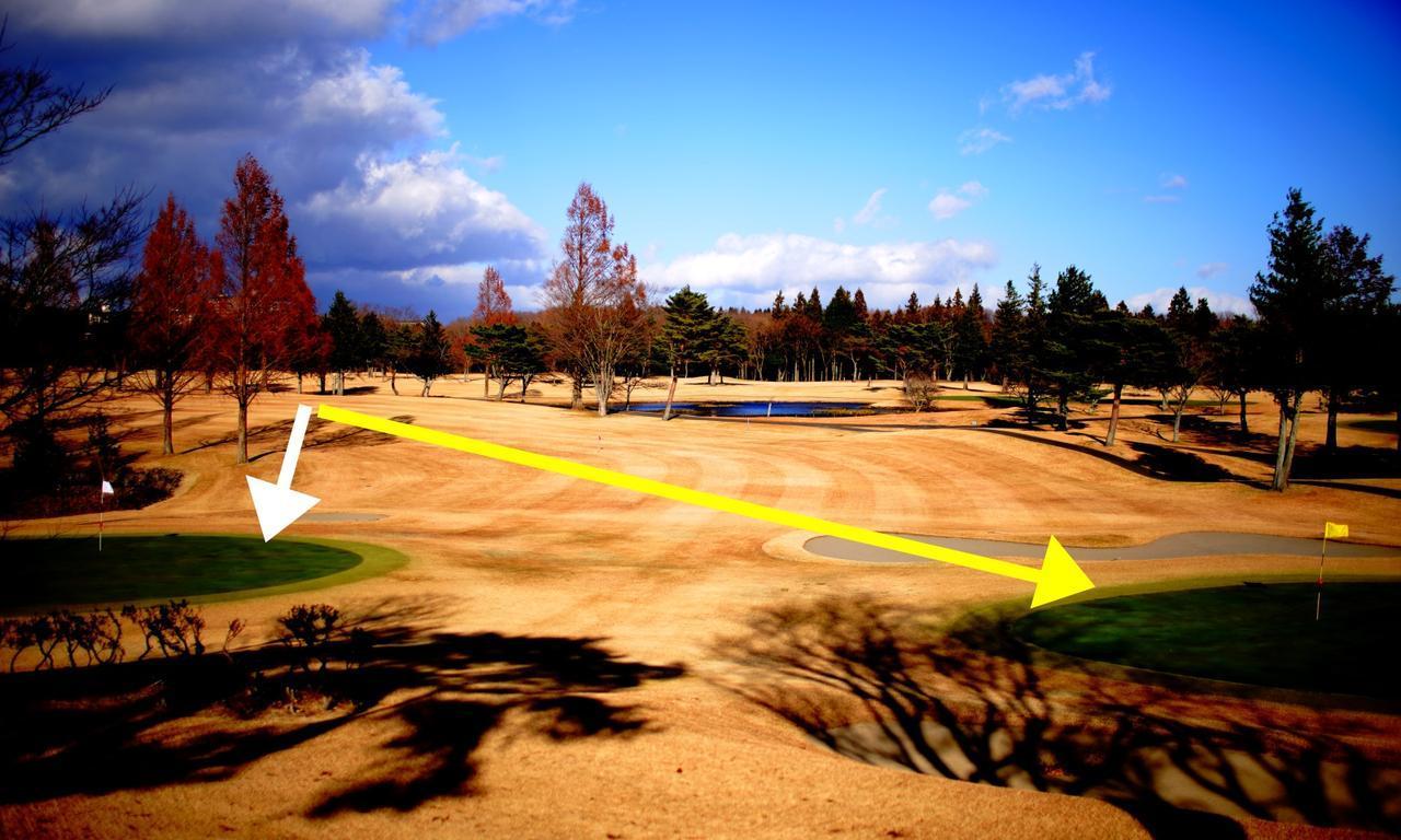 画像: 左サイドから打つ場合、もうひとつ気をつけたいのが2打目の距離感。白グリーンと黄グリーンでは、セカンドショットの残り距離が2番手は変わります