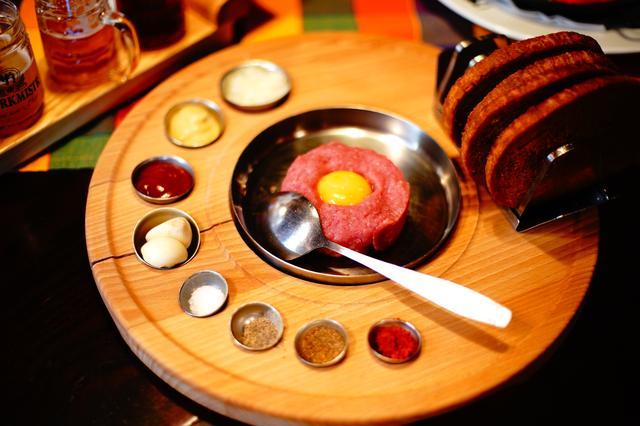 画像: チェコ料理の絶品牛肉のタルタル