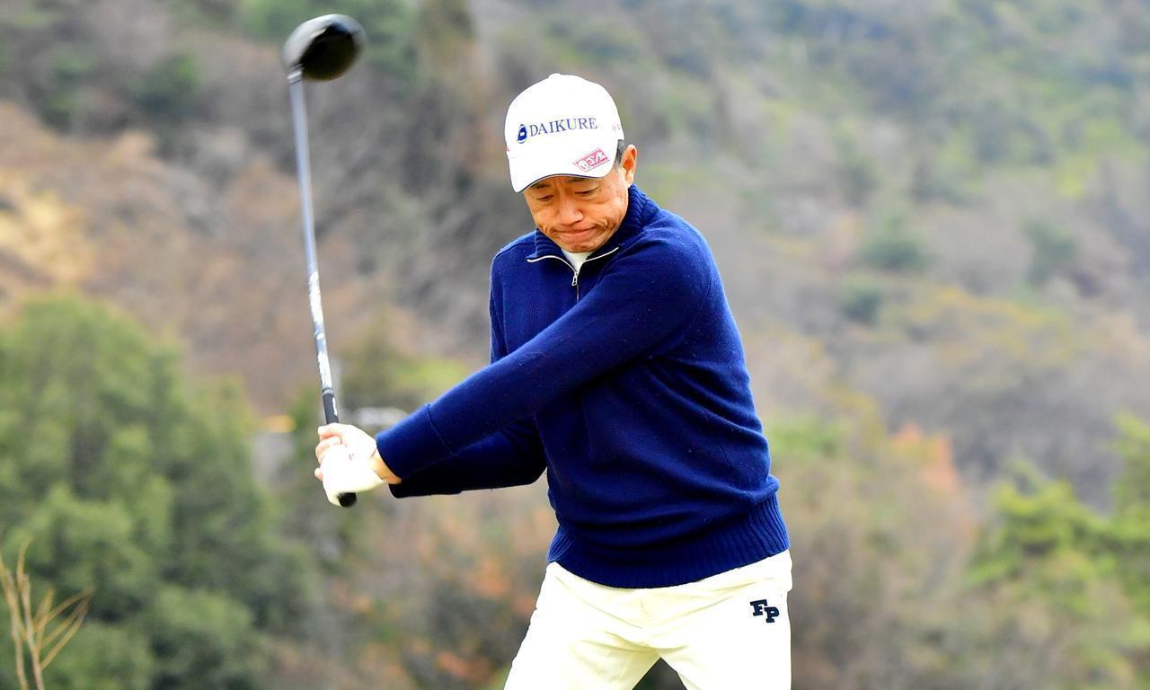 画像: 【飛ばし】リストターンよりも遠心力。ダウンでヘッドの動きを邪魔しなければ、球は自然につかまるもの、と思っています。 - ゴルフへ行こうWEB by ゴルフダイジェスト