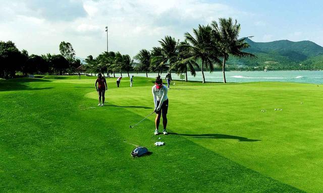 画像: 芝からのアプローチ練習エリアがうれしい