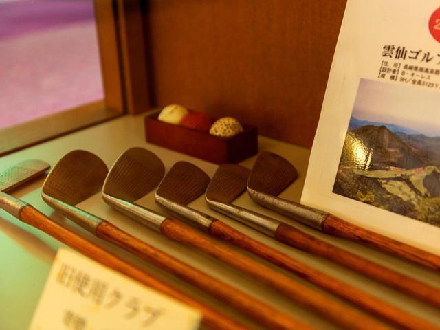 画像: 日本のゴルフ史を彩る品々が展示されている