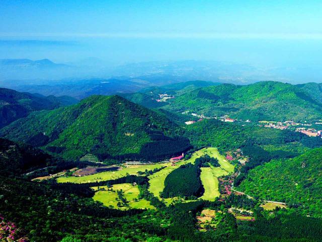 画像: 雲仙ゴルフ場を空から望む