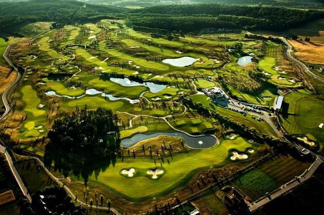 画像: 18H 6858m(チェコのゴルフはメートル表記が基本です)