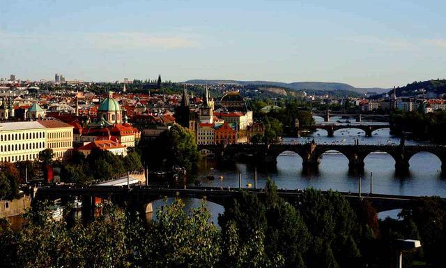 画像: 中世の建物が並ぶ美しい街「プラハ」