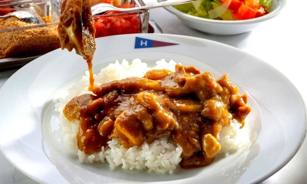 画像: チキンカレー 1200円 ルーもご飯もお代わり自由。「季節によっていろいろなカレーを出しますが、やっぱり昔ながらのチキンカレーが一番人気です」(百瀬料理長)
