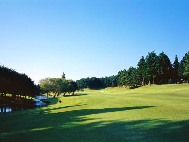 画像: 1922年に設立され、翌年、日本人向け本格チャンピオンコースとして開場。1927年には第1回日本オープンを開催。1967年に赤星四郎設計で現在の場所に移設された