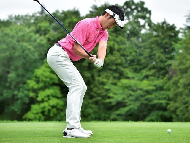 画像: 【飛ばし】体の正面で打つのは間違い!? 飛距離アップしたいなら「体の側面で球を打て!」 - ゴルフへ行こうWEB by ゴルフダイジェスト