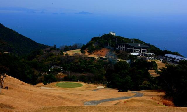 画像: 瀬戸内海の海風を感じてプレー、「島ゴルフ」の醍醐味